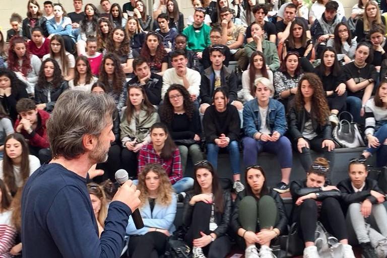 Il papà di Emanuele parla agli studenti