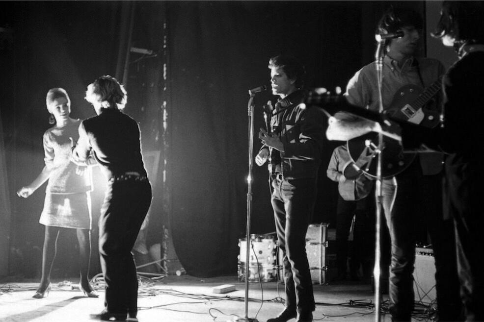 "Puglia Outlet Village ospita ""Andy Warhol & The Velvet Underground"""