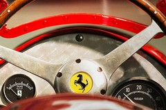 """Castel del Monte si tinge di rosso, arriva il """"Cavallino Rampante"""" della Ferrari"""