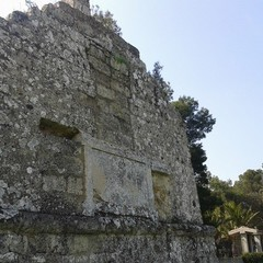 l epitaffio a memoria dell antica via appia che conduceva in oriente