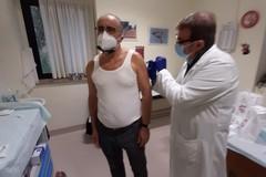 Il presidente dei medici della BAT riceve il vaccino anticovid