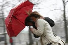 Forte vento, la Protezione civile lancia l'allerta