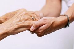 Malati soli in ospedale: visite dei parenti? Meglio la prudenza