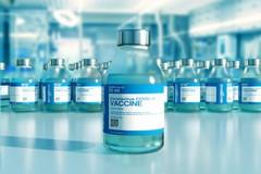 Vaccino anti-Covid, Figliuolo: «Dal 10 maggio prenotazioni per over 50»