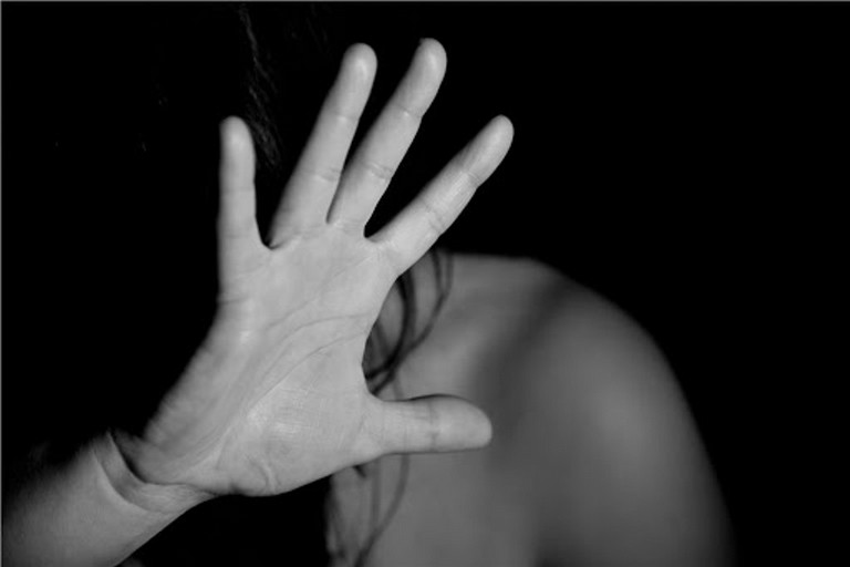 Contrasto alla violenza, Patruno: «Le donne non si toccano, neanche con un fiore»